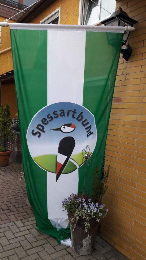 Spessartbund-Fahne vor der Taunusstuben